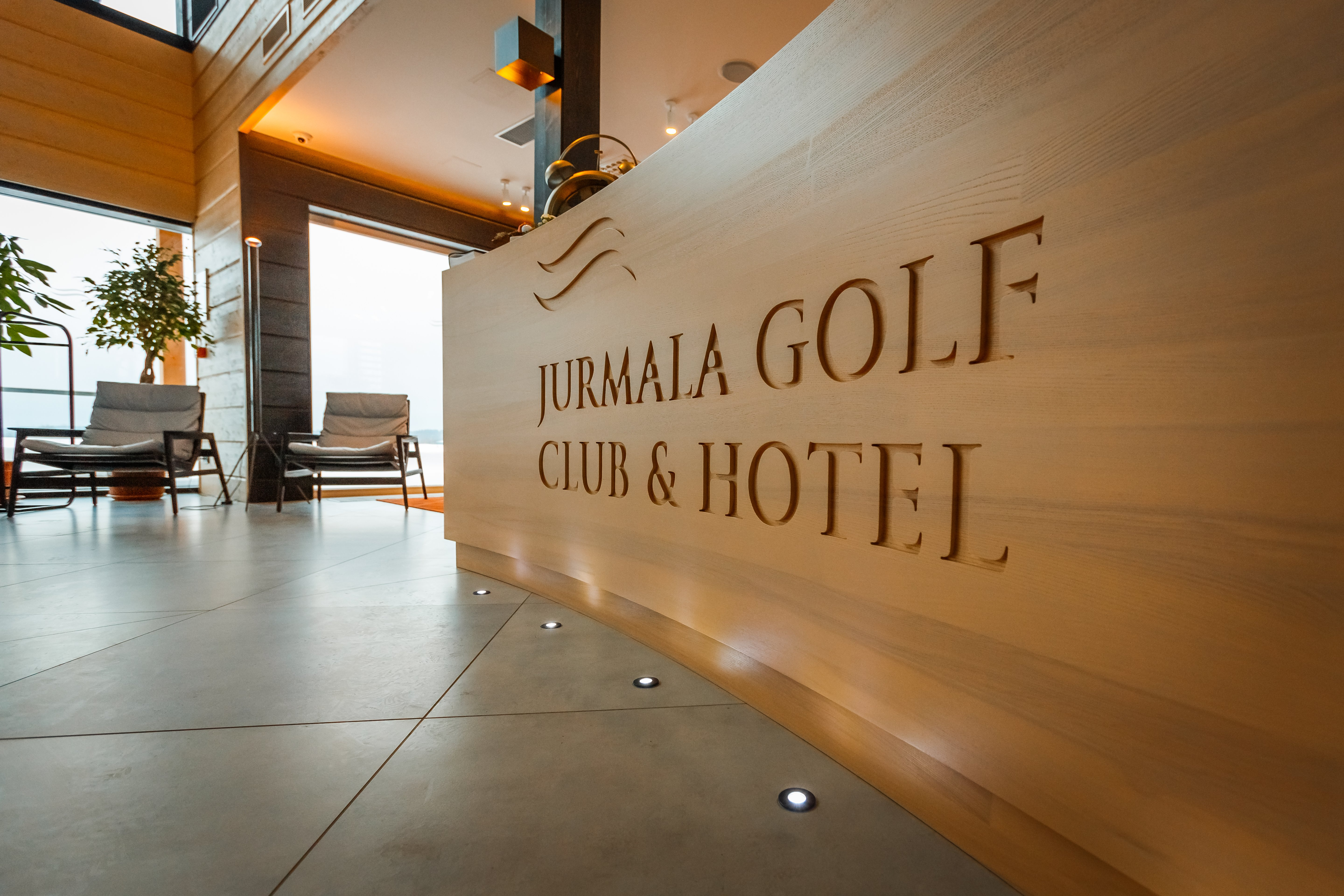Lobby and pro shop (2)